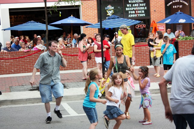 Dancing in North Seventh Street. Photo by Ethan Brogan.